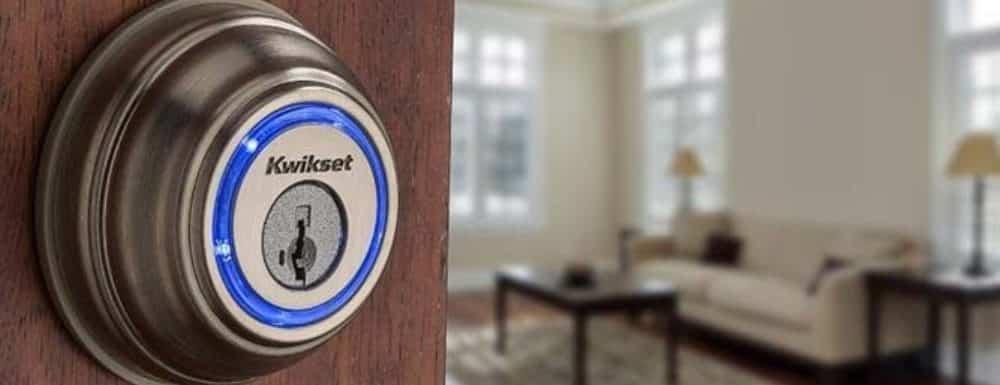 Kwikset Kevo Vs August Smart Lock Pro : Which One You Should buy?